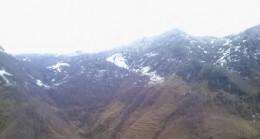 Esenli Köyünde Kar Yüzünü Gösterdi